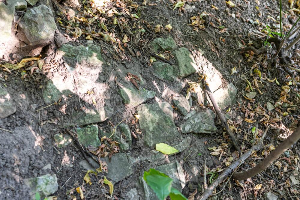 Как в Казани укрепили дорогу могильными плитами © ДРУГИЕ МЕСТА